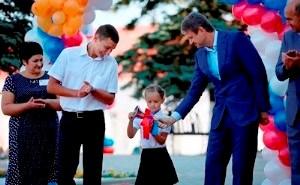 Александр Ткачев побывал на торжественной линейке в Архипо-Осиповской школе