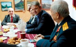 Александр Ткачев встретился со старшим поколением Армавира