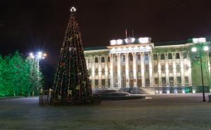 Несколько тысяч местных жителей встречали Новый год на Театральной площади города Краснодара