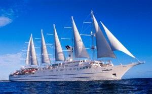 В морском порту Сочи стоит один из самых красивых российских кораблей