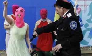 Казакам, которые избили участниц группы Pussy Riot, грозит тюремный срок