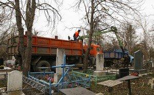 Владимир Еланов попросил граждан помочь в уборке Славянского кладбища