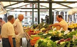 С Центрального колхозного рынка Краснодара убрали торговлю непродовольственными товарами