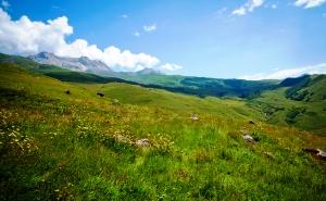 Кавказские горы в Ачхой-Мартане