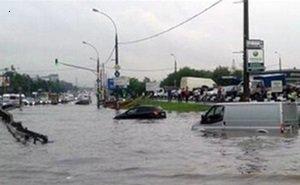 Автотрассу «Джубга-Сочи», по причине проливных дождей, затопило на 1 метр