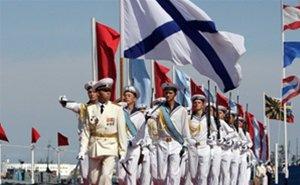 Новороссийск отмечает День ВМФ России праздничным парадом