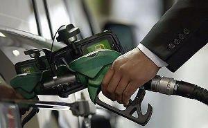 Краснодарским автовладельцам, заправляя баки дизтопливом, испортили машины