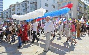 В Краснодаре в первомайском параде участвовало более 52 тысяч человек