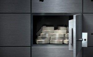 Банкир, в сговоре с кредиторами, инсценировал ограбление собственного банка