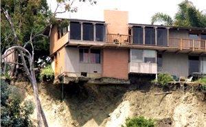 Эвакуированные из-за оползня жильцы в Сочи предупреждали, что их дом в конце концов рухнет