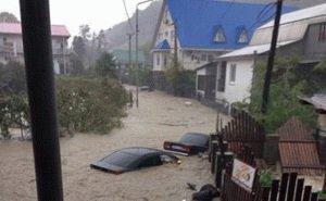 Сегодня в Сочи из-за наводнения введён режим ЧС. Идёт эвакуация жителей