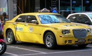 В Краснодаре таксист с другом избили и ограбили пассажира