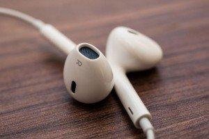 Качественные наушники Apple EarPods