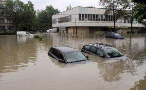 В Краснодаре весь день 20 водооткачивающих машин устраняли последствия ливня