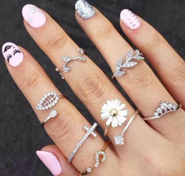Как правильно носить серебряные кольца