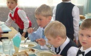 В Краснодаре вводят обязательную оплату питания в школах по безналу