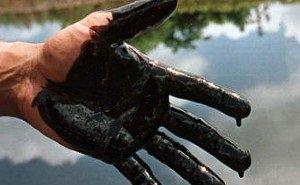 Под Анапой фонтаном бьёт нефть