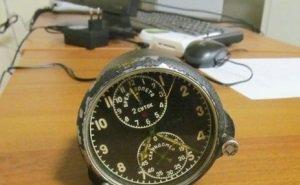 На таможне изъяли радиоактивные часы, которые мужчина вёз «в подарок родственникам»