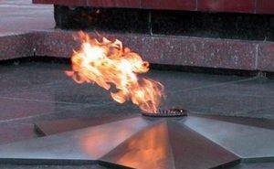 По факту раскуривания студентками кальяна от Вечного огня начата проверка