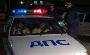 В Краснодаре ночью водитель на Porsche снёс забор, протаранил 7 машин и мусорные баки