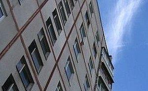 Пять часов полицейские уговаривали парня не прыгать с 9-го этажа