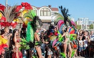 Карнавальным шествием откроется в Сочи летний сезон