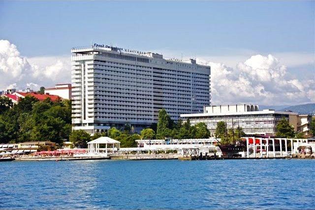 Гостиница Жемчужина: открытый бассейн в Сочи
