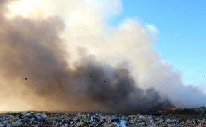 В Анапе никак не потушат горящую свалку