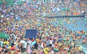 Загрузка пляжей на Чёрном море — более 100%, на Азовском — менее 50%