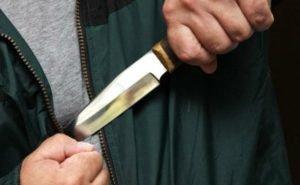В Армавире средь бела дня неизвестный пырнул ножом ребёнка