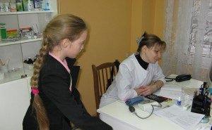 На Кубани школьные медкабинеты укомплектованы медработниками лишь на 70%