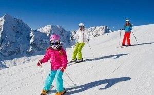 В Сочи Всемирный день снега отметили 300 юных лыжников