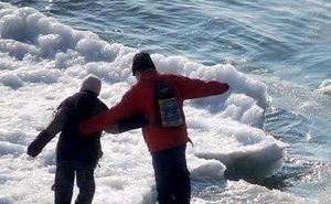 На Кубани группа подростков, переходя речку, ушли под лёд