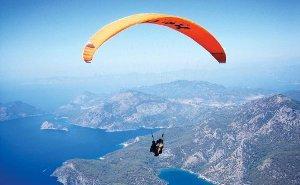 В горах Сочи проводят регулярные полёты на парапланах