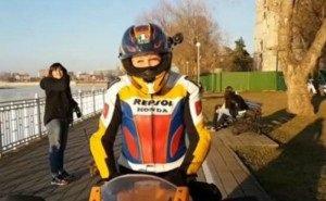 В Краснодаре мотоциклисты ездят по велосипедным дорожкам
