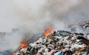 Четвёртый день на Кубани горит стихийная свалка