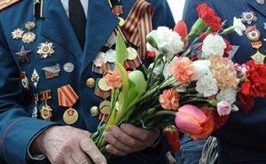 Анна Минькова проведала ветеранов в госпитале и поздравила с Днём Победы