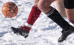 Зарубежные СМИ провели уникальные съёмки игры юных сочинских футболистов на снегу