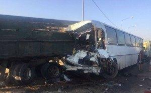 На Кубани в ДТП с рейсовым автобусом 4 человека разбились насмерть