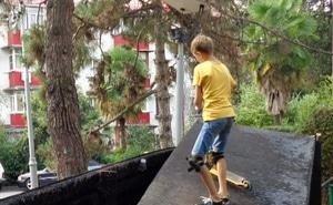 Сочинцы возмущены беспорядком, который остался после пожара в скейт-парке
