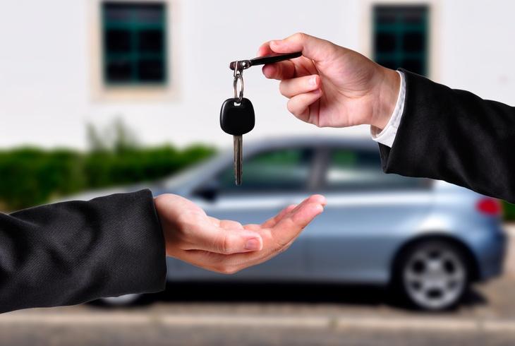 Покупка подержанного автомобиля: как выбрать машину по фотографии на автобазаре