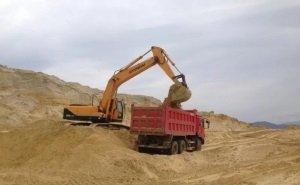 Трое кубанцев, «отмыв» деньги на песке, продали его на строительство Крымского моста