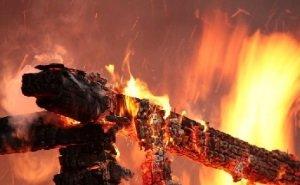 СК проверяет гибель во время пожара трёх человек, включая двух детей
