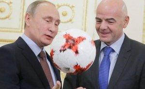 Путин и Инфантино получили в Сочи паспорта болельщиков
