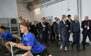Путину показали новый центр для тренировок хоккеистов в «Сириусе» (Сочи)