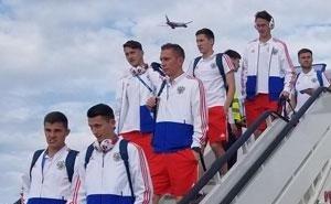 Сборная России по футболу с Черчесовым прилетела в Сочи