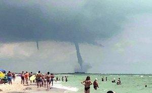 По пляжу Геленджика пронёсся смерч