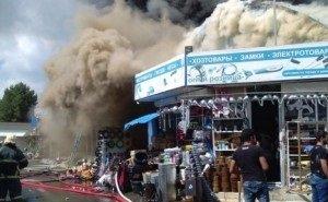 Пожар на торговых складах в Краснодаре не могли потушить 7 часов