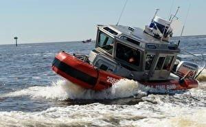В Сочи капитана-белоруса вначале спасли с тонущего катера, а потом арестовали