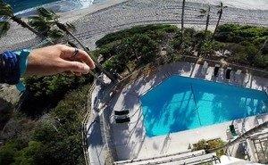 В Сочи мужчина прыгнул с крыши дома в бассейн, но промахнулся